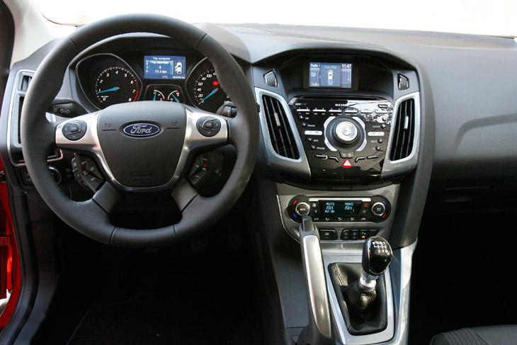Ford Focus 2011, el contacto