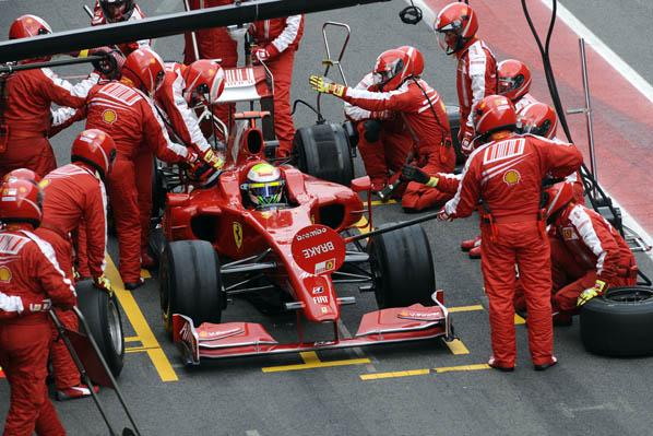 Alonso y Briatore contentos con el R29