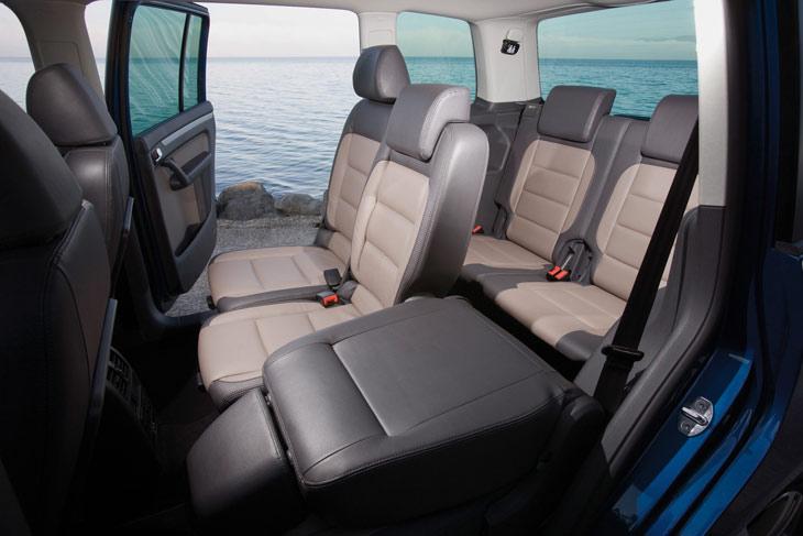 El habitáculo del Volkswagen Touran, preparado para acoger a cinco o a siete ocupantes, según nuestras necesidades.