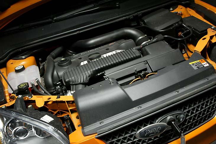 El motor, de origen Volvo, nunca desfallece.