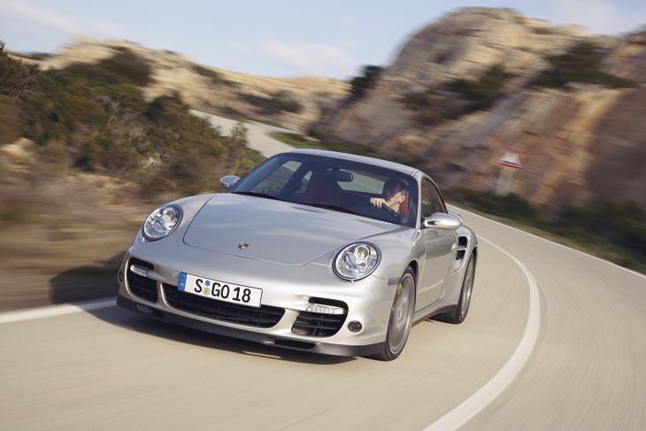 Dos opciones para el conductor: cambio manual de seis relaciones o el más rápido Tiptronic S.