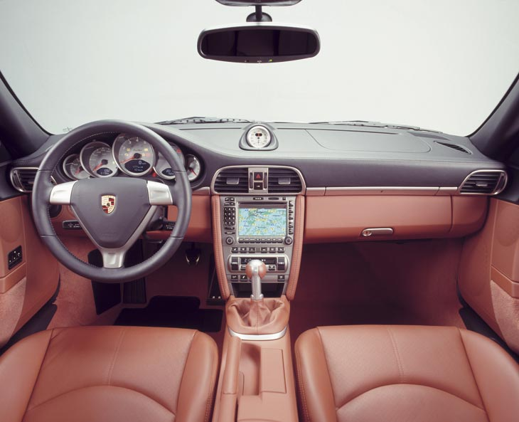 El acabado Sport Chrono Turbo afecta también a la estética interior, dotándola de mayor belleza.