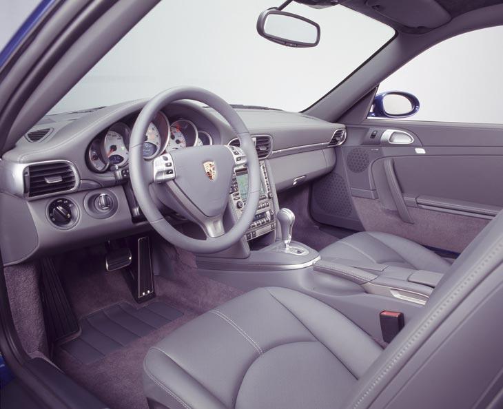 Los acabados del interior son muy buenos, algo a lo que ya nos tiene acostumbrados Porsche.