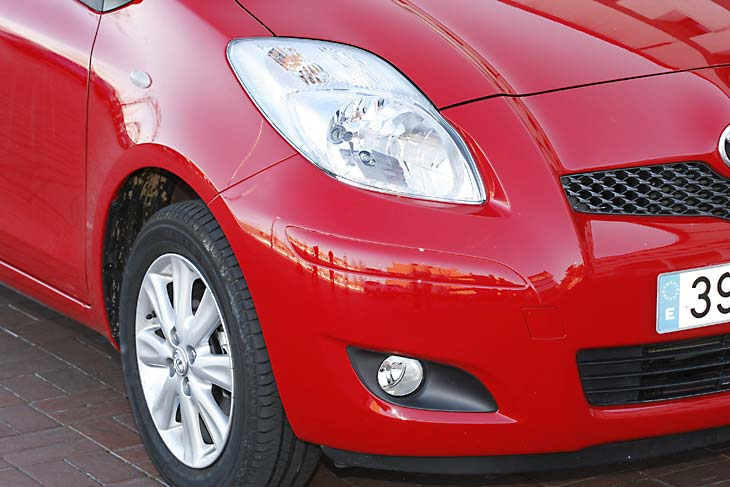 Seat Ibiza 1.4 TDI Ecomotive 5p frente a Toyota Yaris 1.0 VVT-i  5p, al detalle