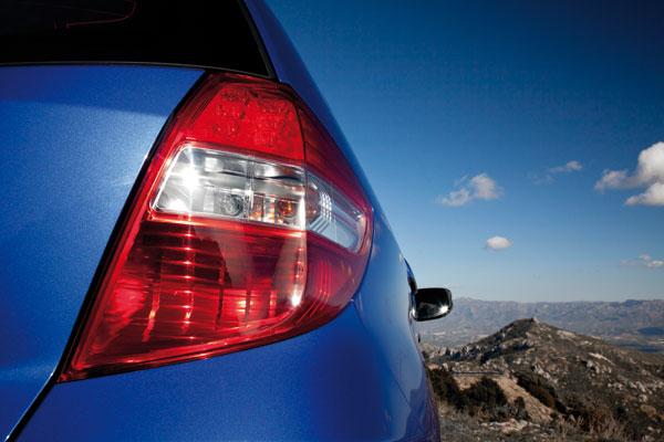 Honda Jazz Hybrid el contacto