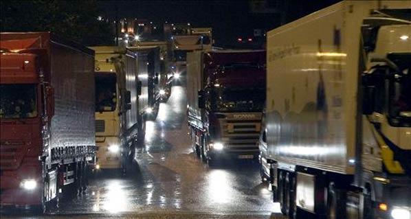 Fomento da por cerrada la negociación con los transportistas