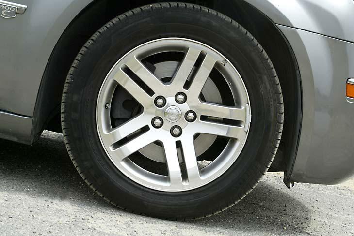 Poderío. Grandes neumáticos de 225/60 R18.