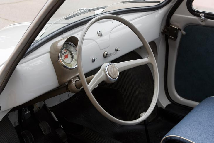 El clásico Fiat 500 detalles interior