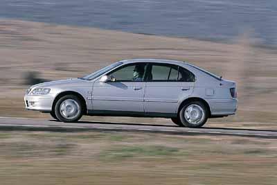Honda Accord 2.0i ES 5p / Nissan Primera 2.0 Sport 5p / Opel Vectra 2.0 Sport 5p