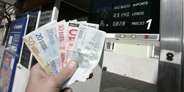 Los carburantes, por debajo del euro en breve