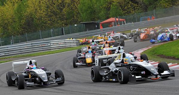 Fórmula Renault 2.0: Monrás sube al podio