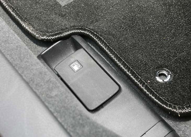 Subaru Impreza 2.0R: botones y mandos