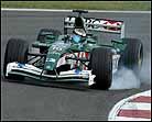 """Schumacher logra una corajuda """"pole"""" en Barcelona"""