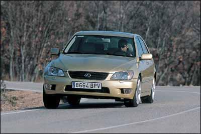 Audi A4 3.0 quattro / BMW 330i SMG / Lexus IS 300