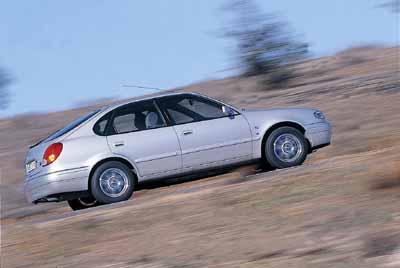 Toyota Corolla Coupé 1.4 16V Terra / Toyota Corolla Sport Familiar 1.6 16V Sol