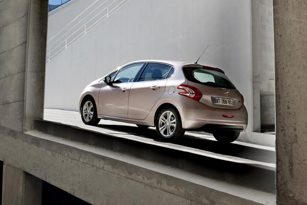 Peugeot 208 el contacto