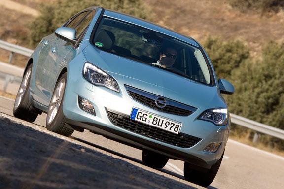 Opel Astra CDTi  vs VW Golf GTD