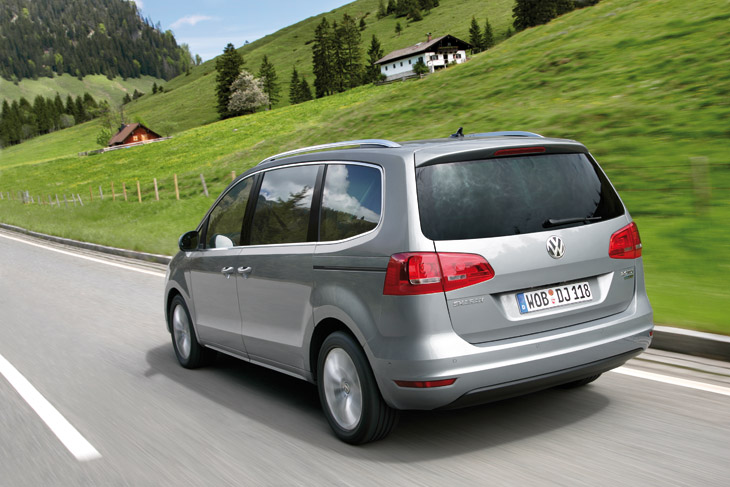 VW Sharan, al volante