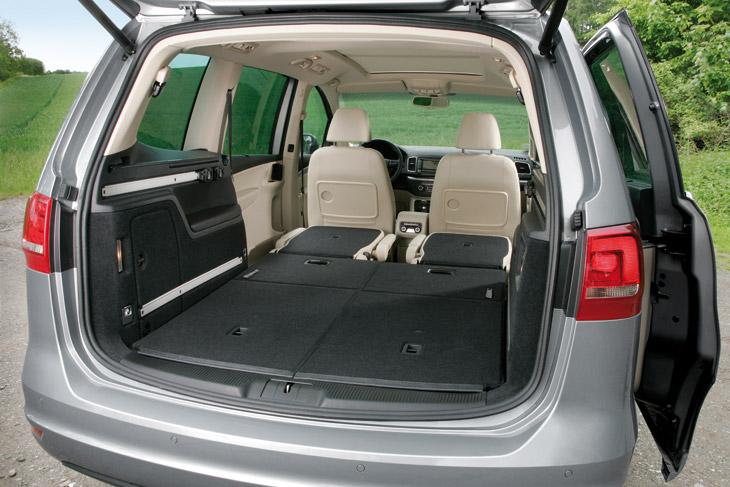 VW Sharan, al volante