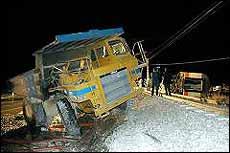 Renfe investiga el choque entre un camión y uno de sus trenes