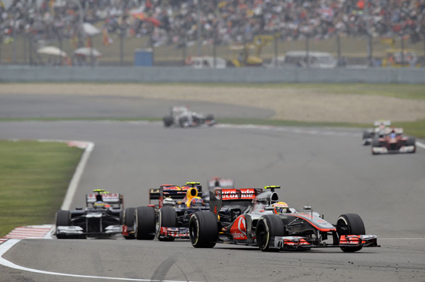 Las últimas 15 vueltas permitieron ver a 10 pilotos en menos de 7 segundos de diferencia