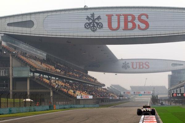 Kimi Räikkönen, encarando la recta de meta del circuito chino