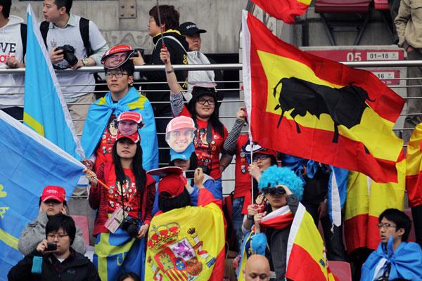 Las banderas españolas y asturianas no falta en ningún circuito