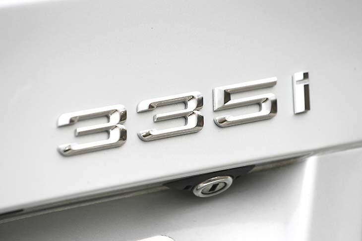 BMW 335i vs. Infinity G37 S, al detalle