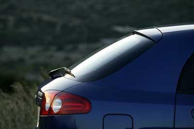 El perfil trasero es limpio y aerodinámico.