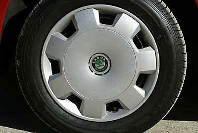 De serie incorpora neumáticos 165/70 R 14.