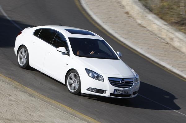 Opel Insignia 2.0 CDTi Sport vs Volkswagen Passat 2.0 TDI Highline