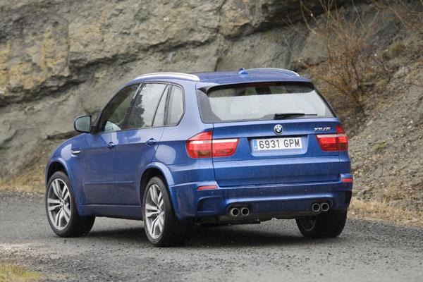 BMW X5M vs Range Rover Sport Supercharged