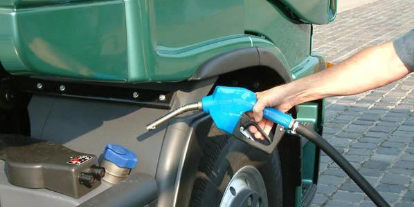 Gasóleo y gasolina siguen cayendo