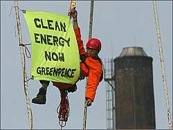 Los ecologistas desembarcan en el Congreso Mundial del Petróleo