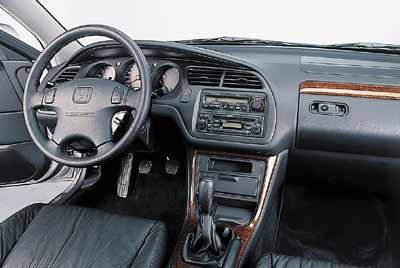 Honda Accord 2.3i ES VTEC / Opel Vectra 2.2 16v Sport / Toyota Avensis 2.0 D4 Sol