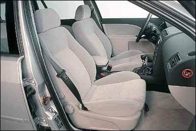 Citroën C5 2.0 HDI SX Break / Ford Mondeo TDdi Wagon Ghia / Renault Laguna Grand Tour 1