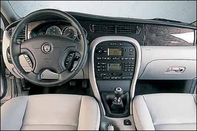 Jaguar X-Type 2.5 / Volvo S60 2.4 T