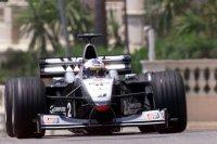 Coulthard aguanta el tipo y gana en Mónaco