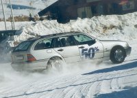 Conducir sobre nieve resulta peligroso aunque se vaya despacio